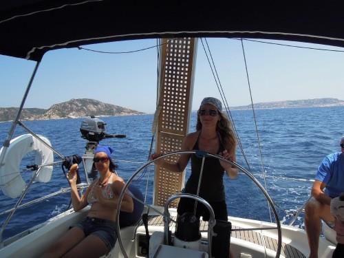 Julia und Anja im Piratenlook - absolut glaubwürdig.