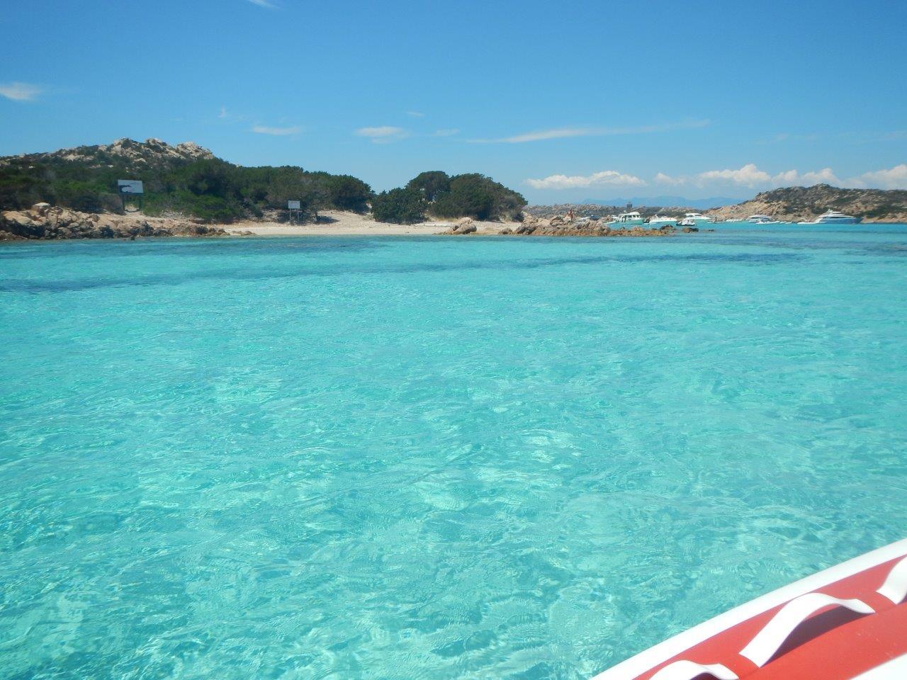 Ein Wasser in das man einfach reinspringen möchte. Mitsegeln Sardinien!