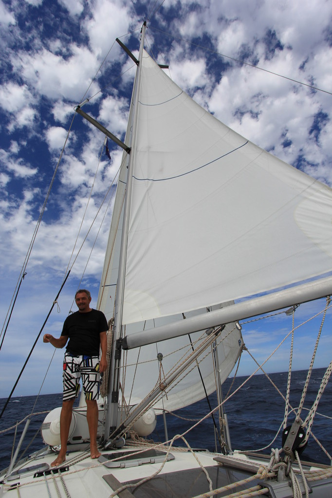 De Skipper vor gerefftem Segel