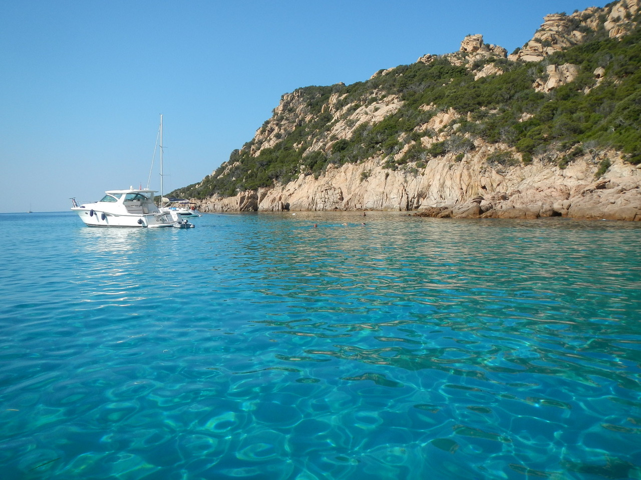Anse de Roccapina, bei Ost-Wind segeln wir zu diesem Ankerplatz
