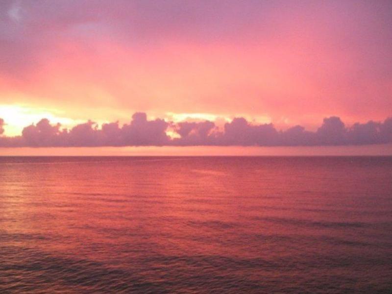 Romantischer Sonnenuntergang. Aktivurlaub für Singles die gerne segeln.