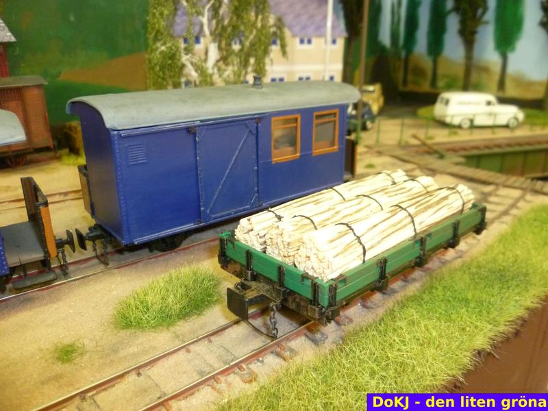 """Der """"Kleine Grüne"""" mit verschiedenen Ladungen:  etwas Schwartenholz ..."""