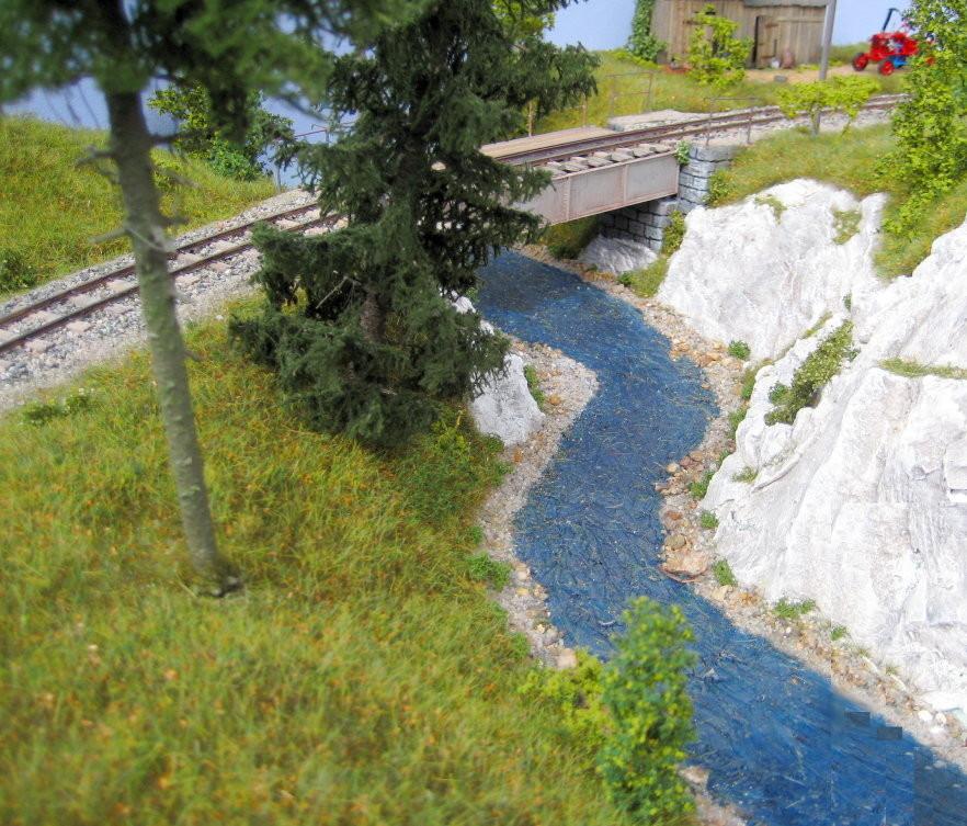 Der Fluss schlängelt sich durch die Landschaft