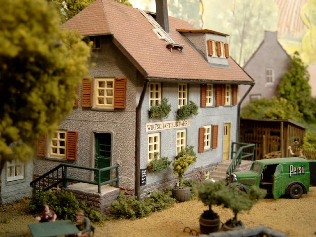 Das Gasthaus am Hafen von Engen ist aus 4 Sätzen des alten Bauernhauses von Faller entstanden