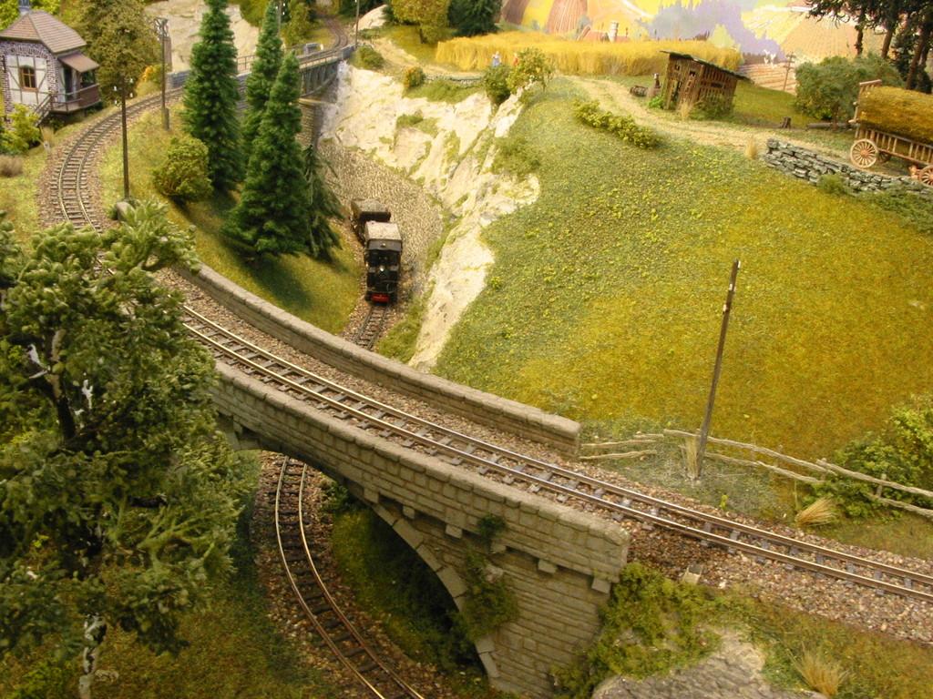 Die Strecke zum Kieswerk unterquert die Hauptstrecke nach Tengen