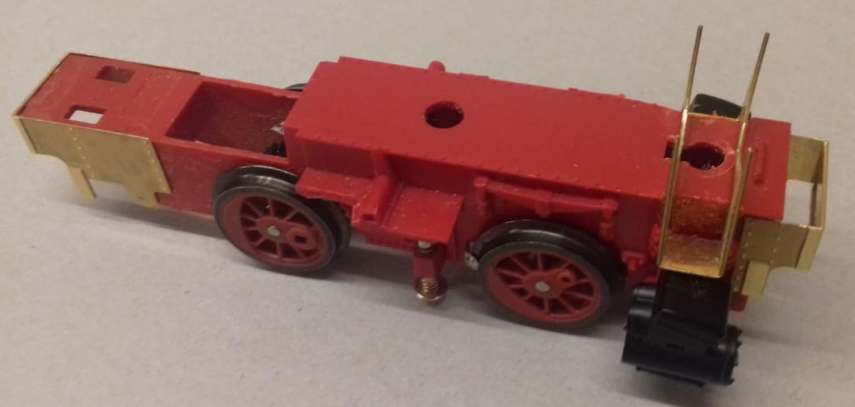 Vom Rahmen der Magic Train Lok  sind einige Teile zu entfernen....