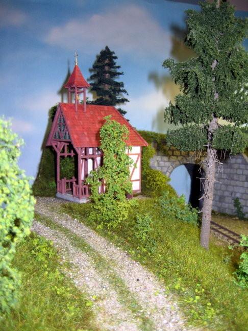 Die Waldkapelle am Wegesrand lädt zum Verweilen ein.