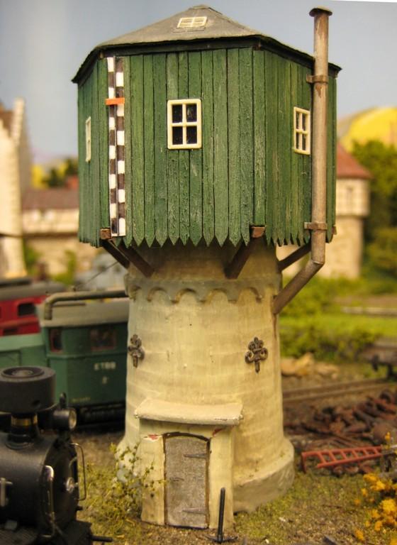 Das BW in Engen ist mit diesem Wasserturm geschmückt.