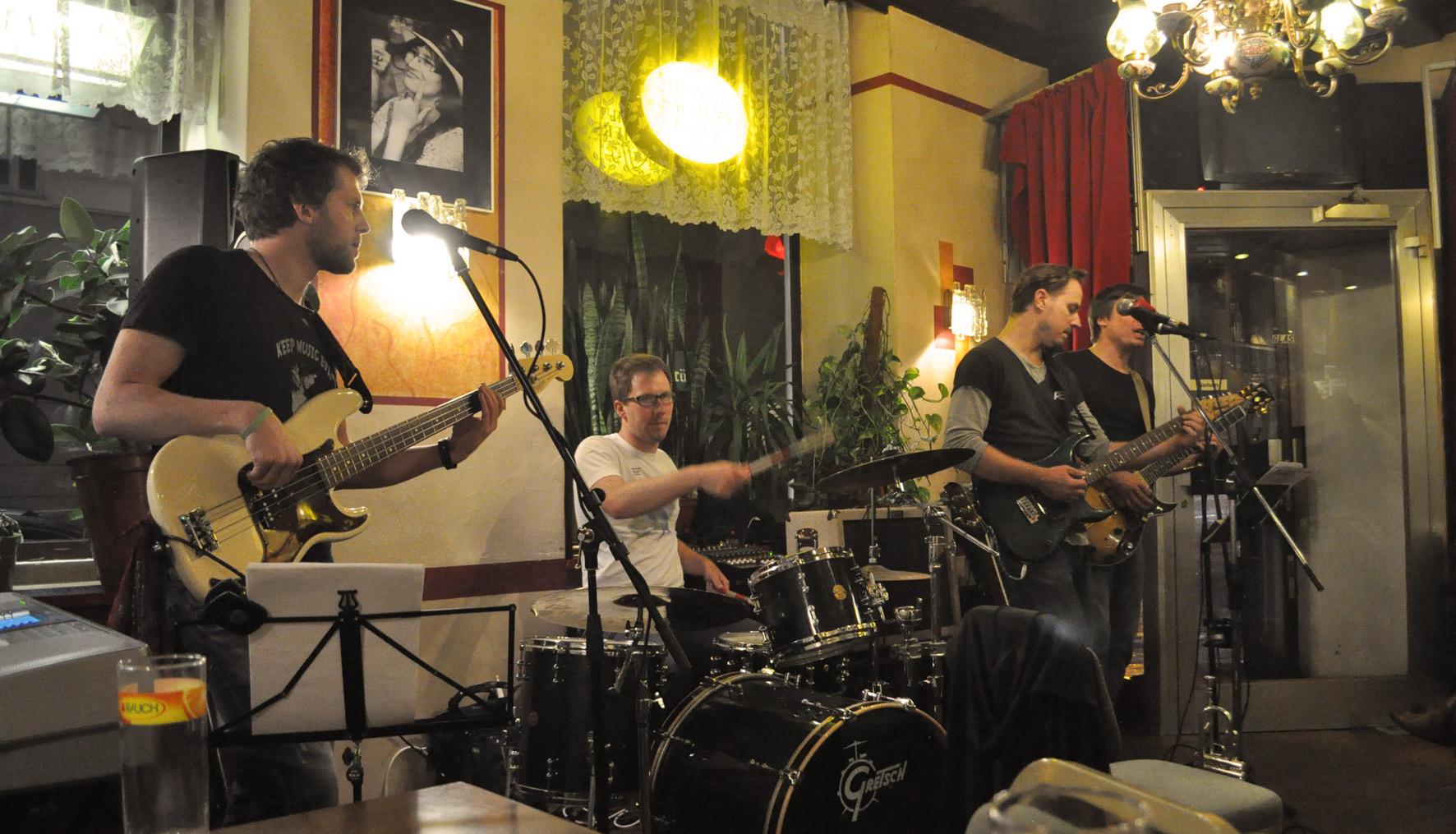 CRÆSH Live im Cafe Industrie