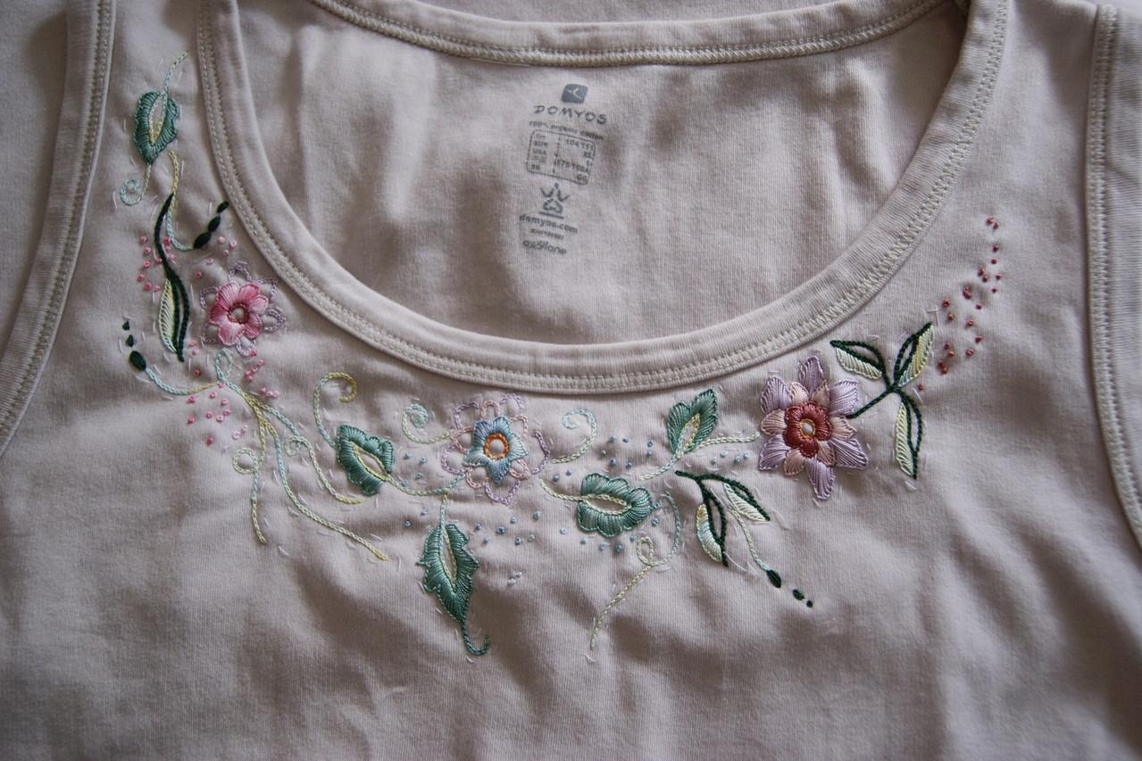 teeshirt brodé .dessin exclusif de Pascal Jaouen. fil perlé 12 DMC