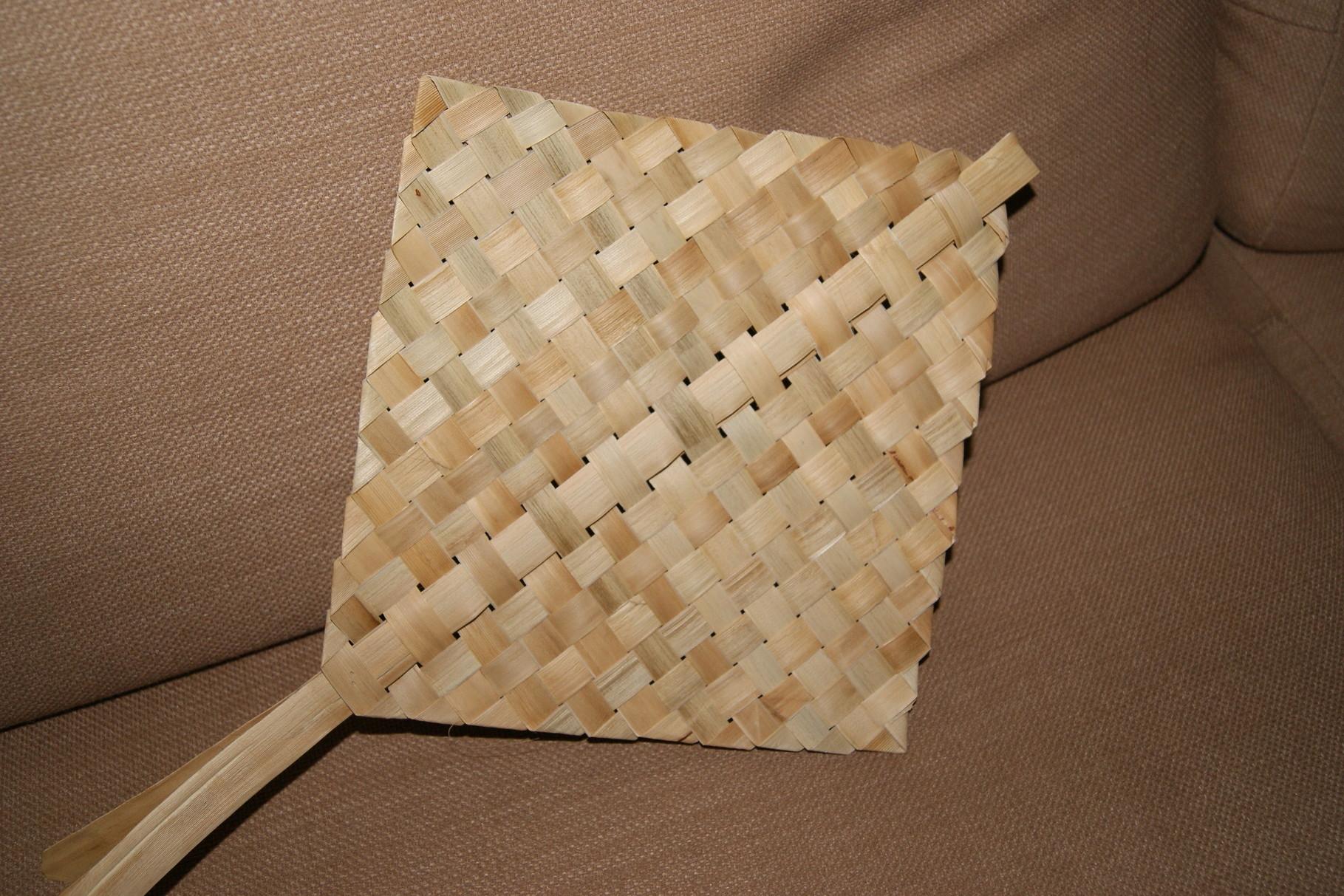 j'appends la vannerie avec les feuilles de pandanus.Premier ouvrage