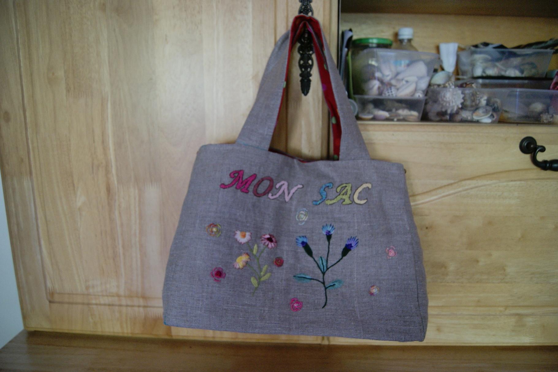 modèle du sac trouvé dans un livre, broderie librement inspirée par Cécile Franconie