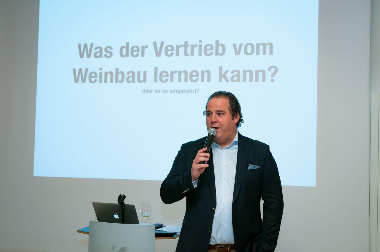 Top Vortragender Arno Bergler; Weinfachmann der dem Wein Sprache und Stimme gibt
