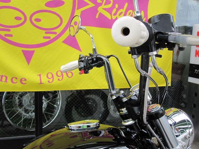 ロードウンとともにハンドルも黒のアップタイプに。