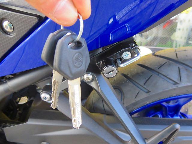 メインキー 1本で開ける事のできるヘルメットロックを付けちゃいました。鍵1本でOKなのは輝SEだけ!
