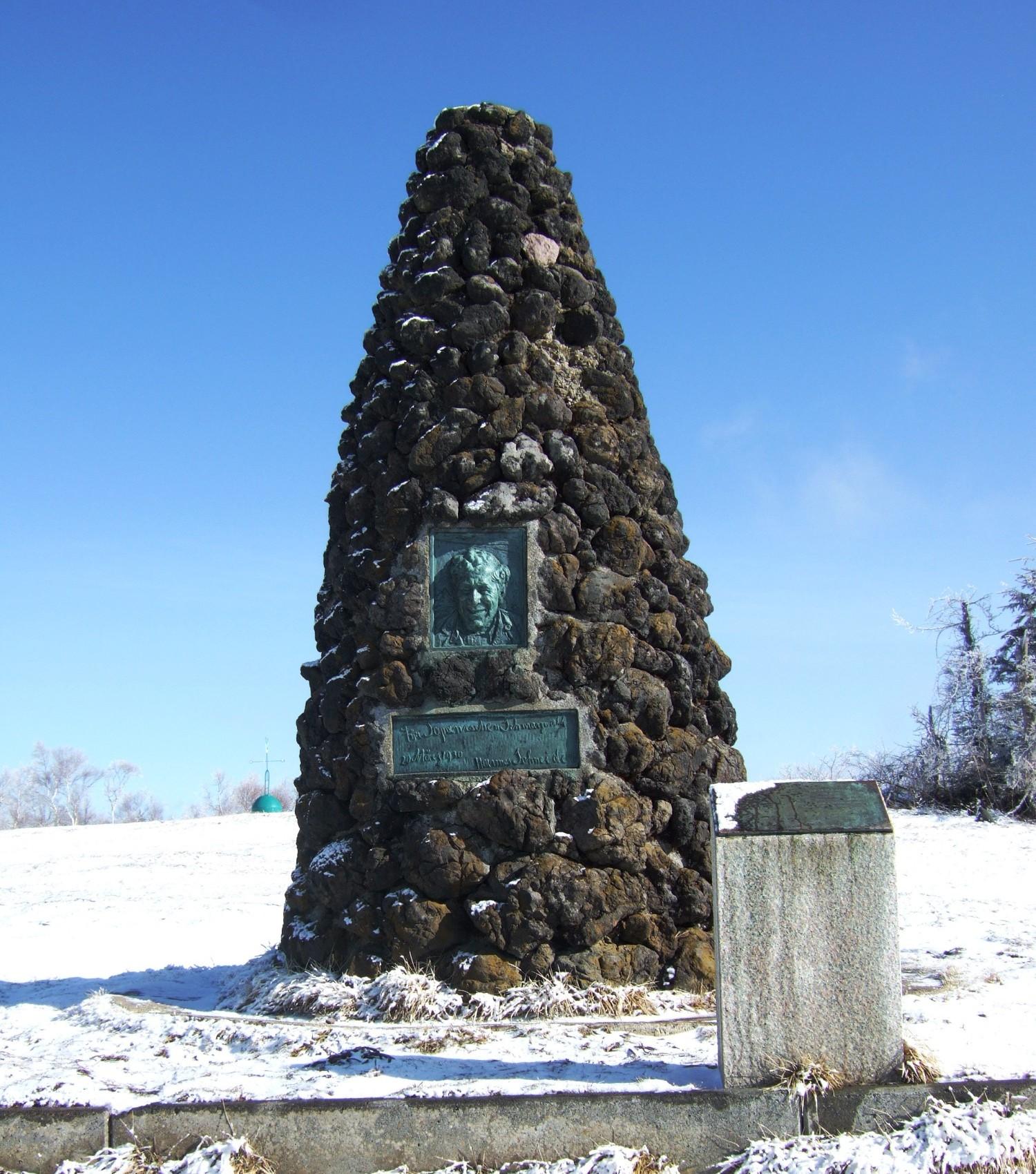 ハンネス・シュナイダーの碑