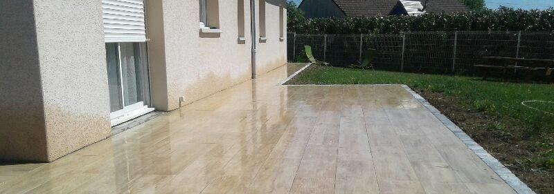 Terrasse avec des des grès cérame - coloris bois