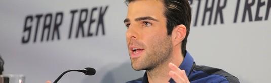 Zachary Quinto, producteur d'une comédie romantique qui intrigue.