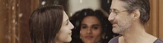 """Antoine de Caunes et Elsa Zylberstein à l'affiche de """"La folle histoire d'amour de Simon Eskenazy""""..."""