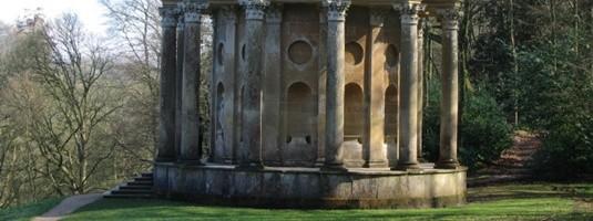 Le temple d'Apollon dans les jardins de Stourhead.