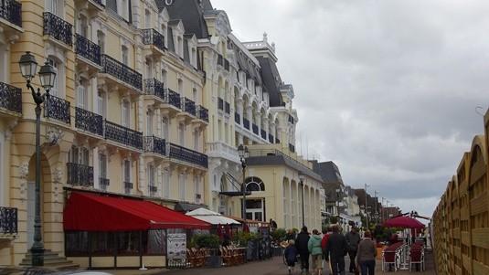 Le Grand Hotel de Cabourg, côté mer.