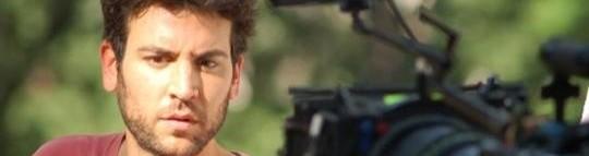"Josh Radnor, lors du tournage de ""happythankyoumoreplease"""