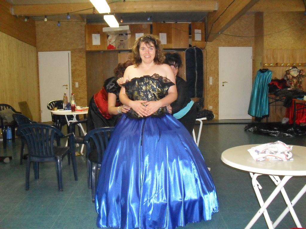 Nancy hatte Glück und dieses wunderschöne Kleid gewonnen.