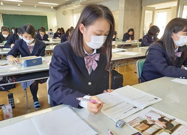 就職のためのキャリア形成セミナー(ファッション総合科3年生)