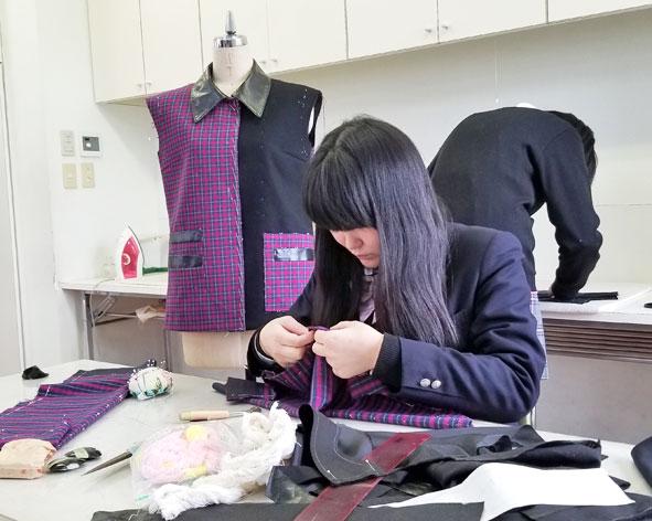 服飾造形実習(ファッション総合科2年生)