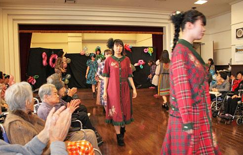 特養ホーム ビアンカにてファッションショー開催!