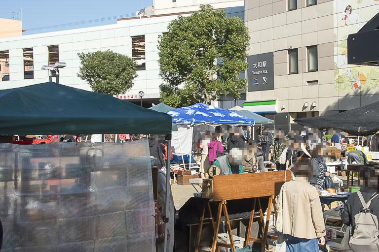 神奈川やまと古民具骨董市の会場(西側プロムナード)