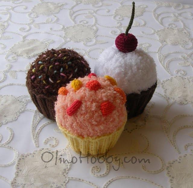 вязаные пирожные, вязаные сладости, вязаная еда, пирожные крючком, пирожные спицами