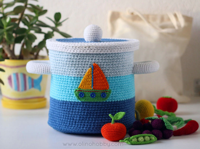 Big crochet pot with vegetables and fruits