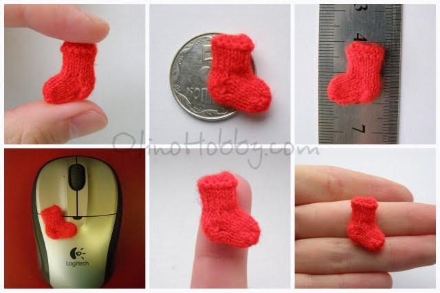 миниатюрный носочек, миниатюрное вязание на спицах, мини-носок для скрапбукинга