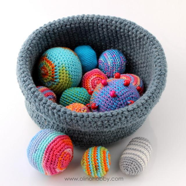 вязаные мячики, мячик крючком описание вязания, вязаный шарик с бусинами, мастер-класс по вязанию мячика или шарика крючком