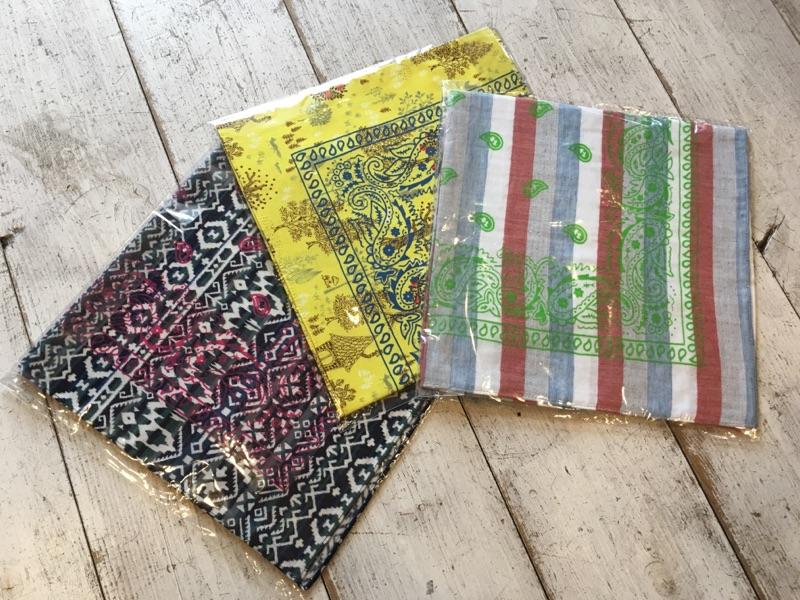 and wander(アンドワンダー)printed bandanna 各¥2,160(税込)