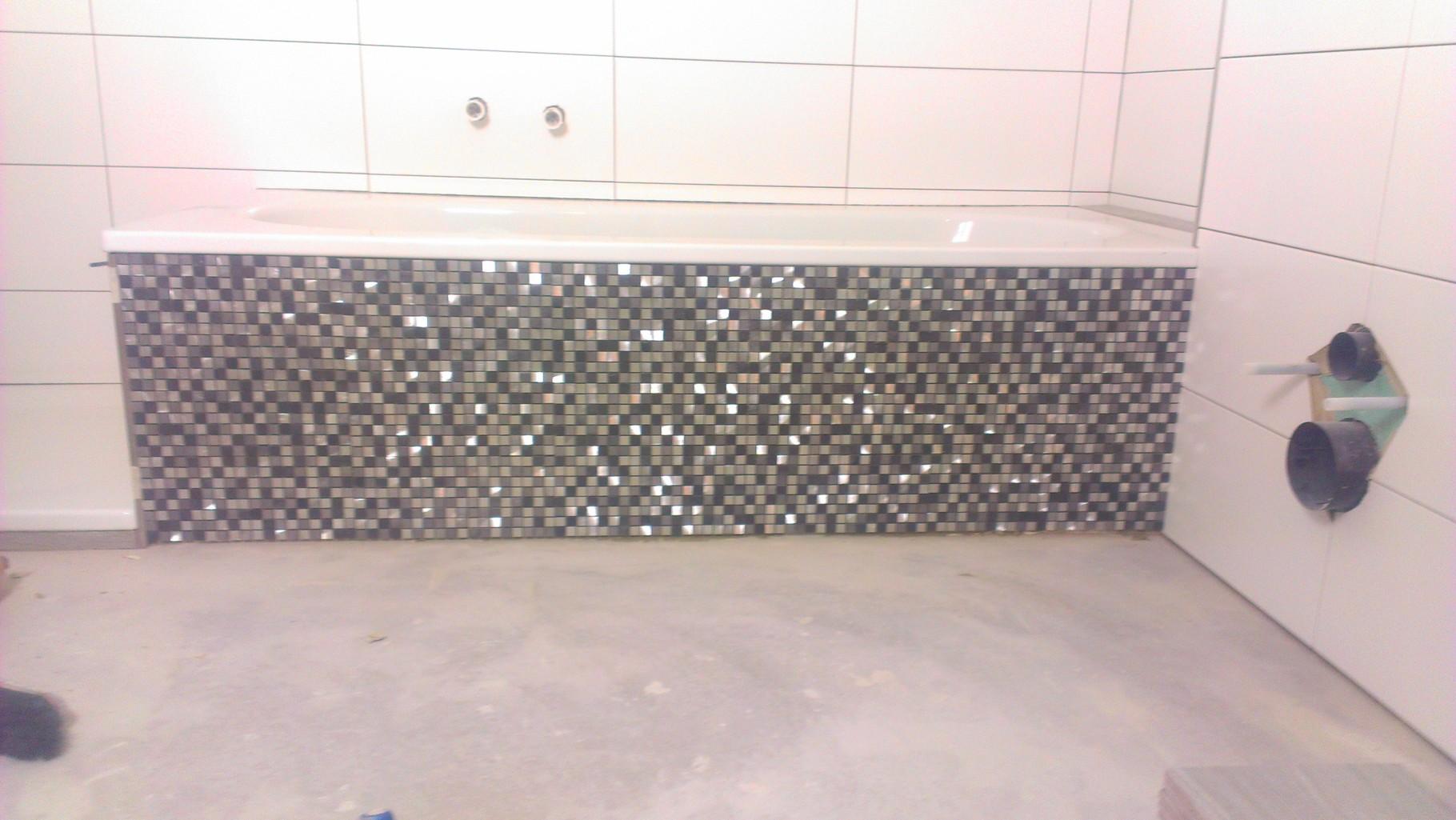 Fliesenarbeiten mit Mosaikfliesen
