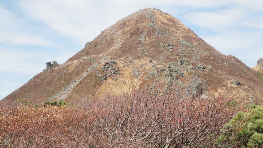 10.  「鳥海山」から「おみ坂」付近の登山客