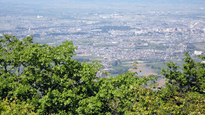 2.  山頂から弘前市街