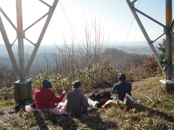 15+. のんびり、 眼下の戸山団地見ながら昼食(2015.12.24)