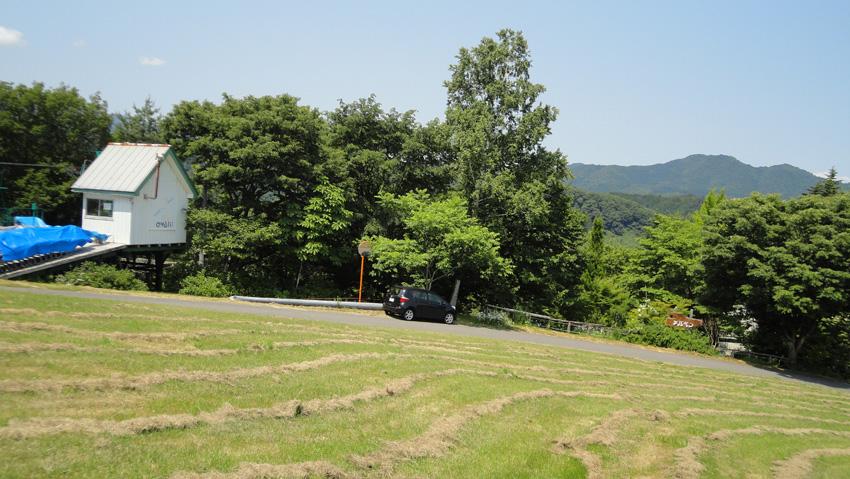 1.  天空のホテル「青森ワイナリー」へ通じる道端、雨池ペアリフト前に駐車。