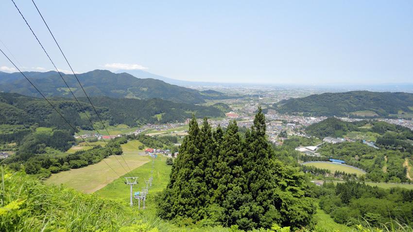 6.  急斜面の中間地点から登山道を振り返る