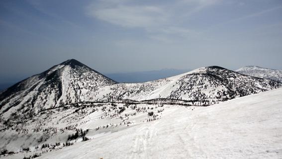 「小岳」と左に「高田大岳」