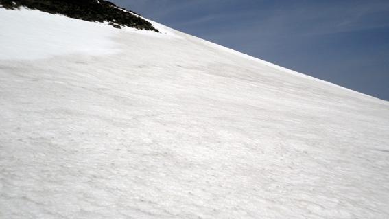 不覚にも少雪で登山道歩いてスタートの良い斜面逃す