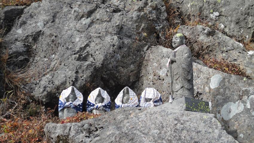 5.  「鳥海山鳥ノ海」付近の「大館鳳鳴高校山岳部」の慰霊碑