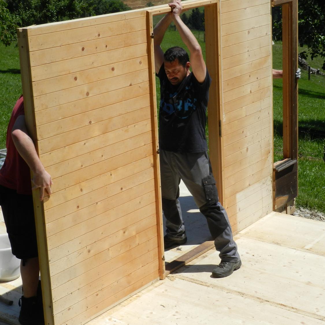 Wiederaufbau Bienenhaus auf dem Gernet