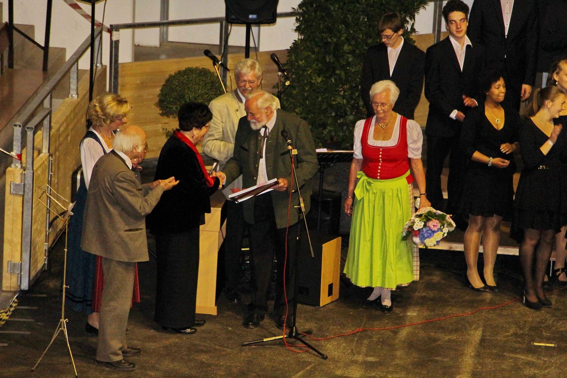 ... der Ehrenvorsitzenden Elisabeth Büchler ...