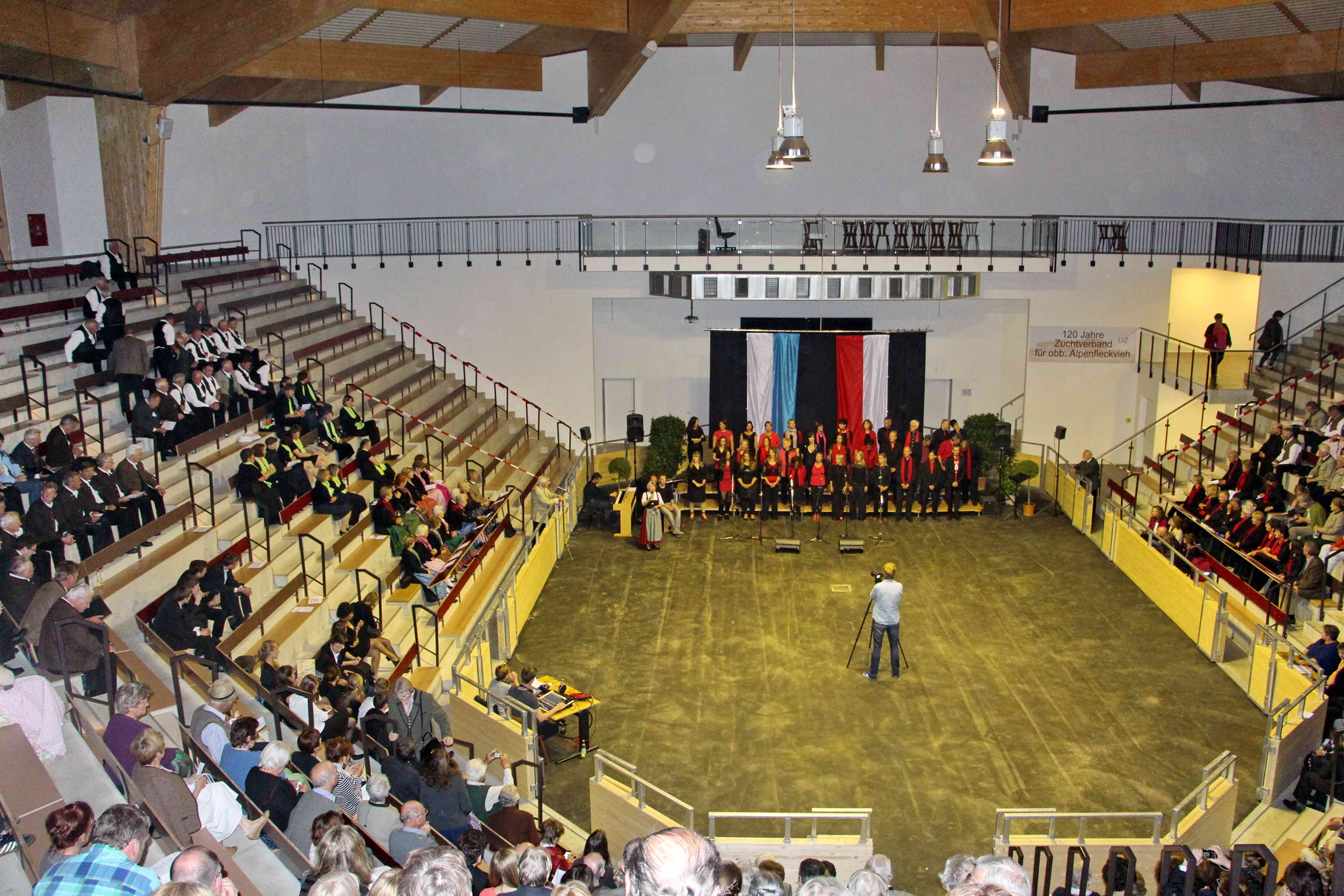 """Kultur""- Arena Oberlandhalle"