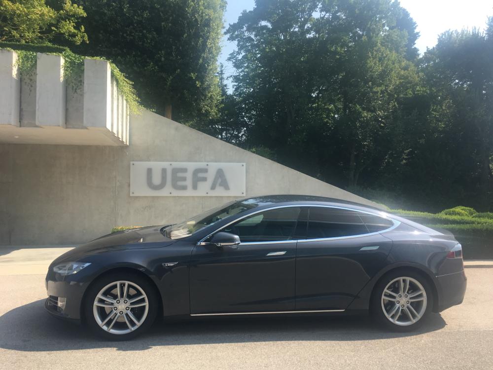 Mit dem Tesla Model S für die UEFA unterwegs.
