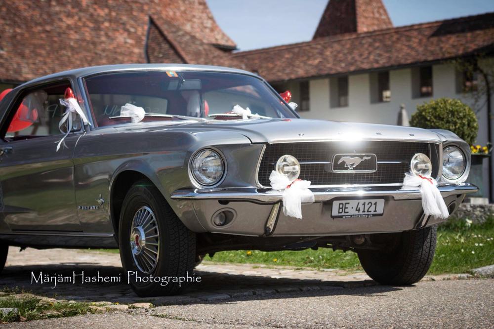 Ford Mustang vorbereitet für die Hochzeit